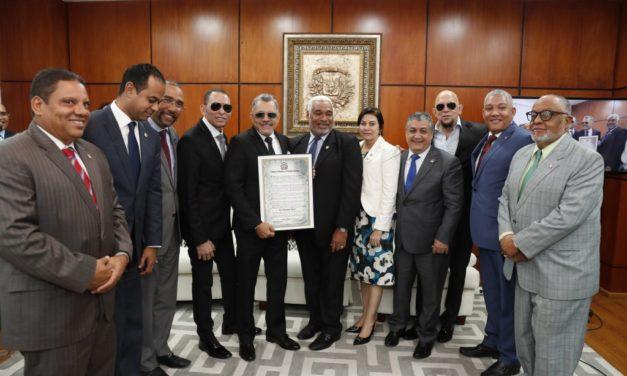 Cámara de Diputados reconoce trayectoria de los Hermanos Rosario en sus 40 años de carrera