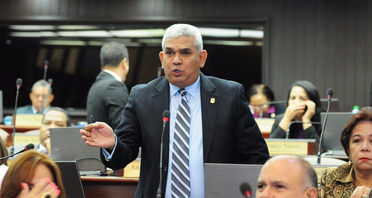 Diputado denuncia trama de noticias falsas contra Leonel, vincula al director de Dicom en plan
