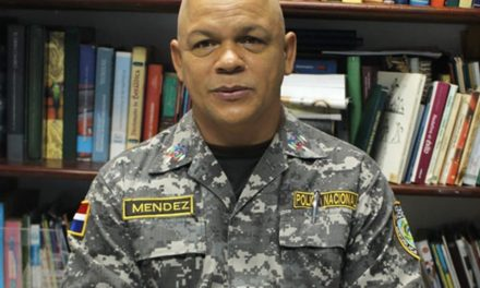 Coronel Méndez estimula a juventud a leer