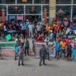 Moradores de La Piña de Los Alcarrizos protestan frente al ayuntamiento local
