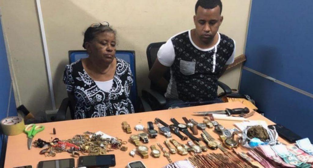 Una mujer y su hijo acusados de vender drogas en el sector La Venta de Manoguayabo