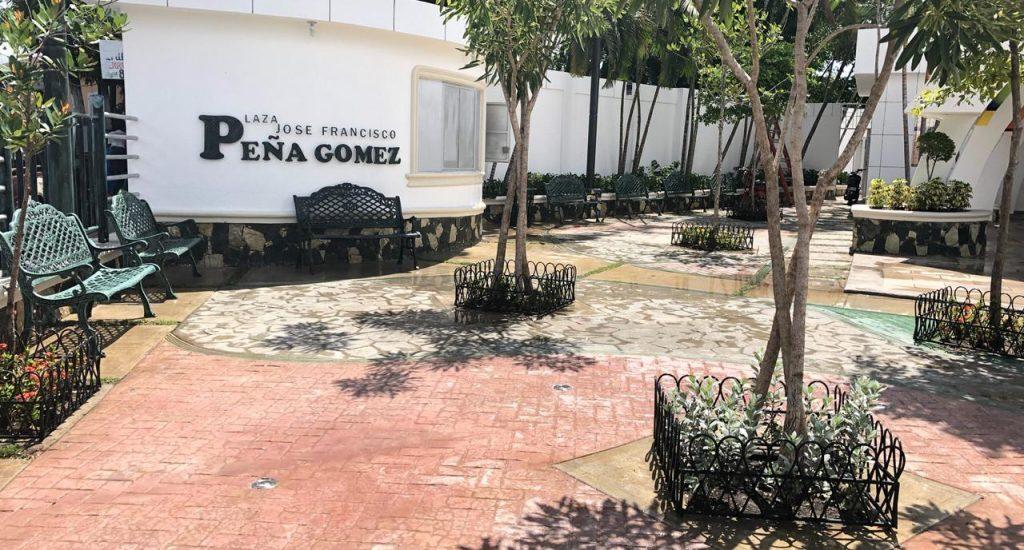 Ayuntamiento inaugura la plaza José Francisco Peña Gómez