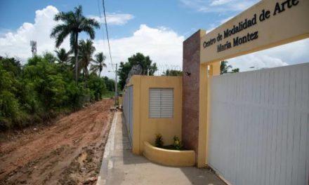 Lodo y falta de equipamiento impiden el inicio del año escolar en San Miguel, Los Alcarrizos
