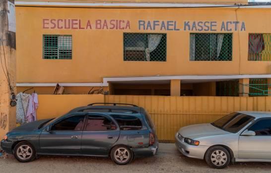 La Escuela Básica Rafael Kasse Acta de Los Alcarrizos no es apta para dar docencia