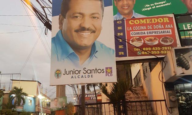 Acusan alcalde de Los Alcarrizos, de abuso de poder al colocar su publicidad de candidato de manera arbitraria