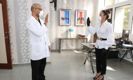 Juramentan nuevo Director Hospital Doctor Vinicio Calventi