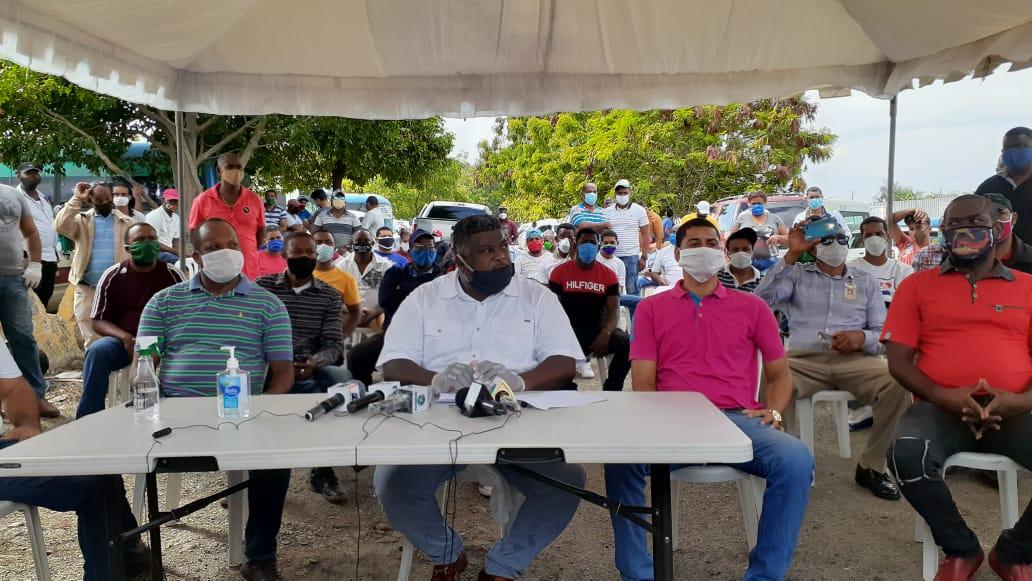 Choferes de Fenatrano en SDO y Los Alcarrizos demandan que les permitan iniciar operaciones