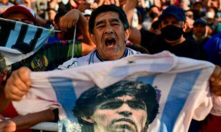 """""""AD10S Maradona"""": el llanto en Argentina por la muerte del """"Dios del fútbol"""""""