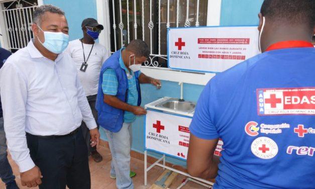 Alcaldía Boca Chica instala lavamanos donados por la Cruz Roja Dominicana