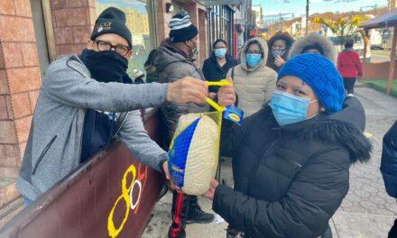 Cirilo Moronta realiza tradicional entrega de pavos para el día de Acción de Gracias