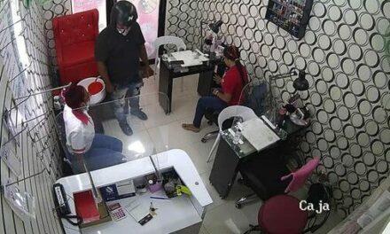 Motorista de la foto anda atracando a los negocios con poca seguridad en Pantoja