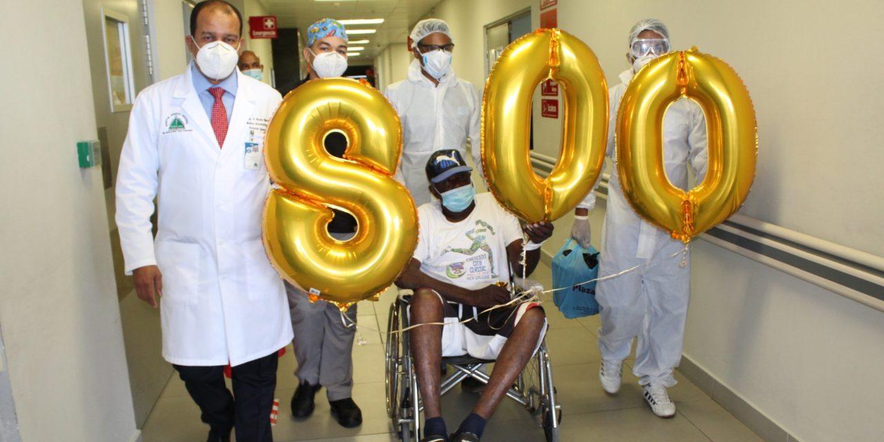 Hospital Marcelino Velez dio de alta al paciente 800 recuperado de COVID-19