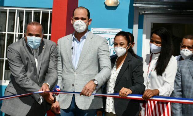 """PROMESE/CAL inaugura dos """"Farmacia del Pueblo"""" en Nagua"""