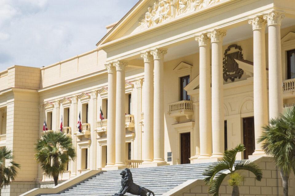 Presidente Abinader suspende de manera temporal a Leonardo Faña por denuncia de agresión sexual