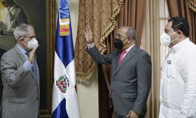 Gabinete de Salud juramenta a José Joaquín Puello presidente de Ciudad Sanitaria Luis Eduardo Aybar