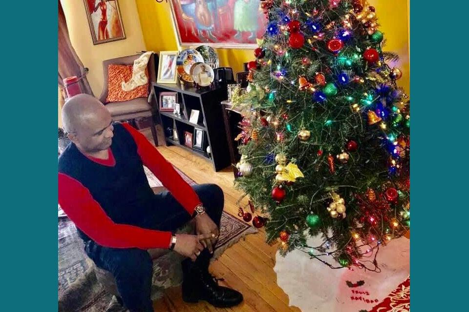 Desaparecen los regalos de la Navidad de los arbolitos latinos en Nueva York
