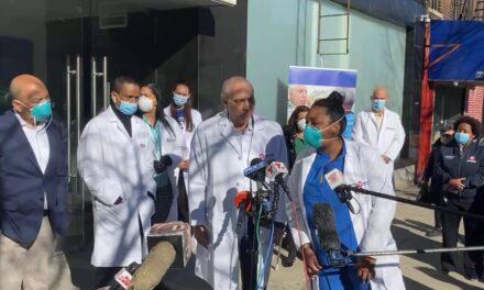 Doctor Ramón Tallaj de la organización SOMOS llama a la comunidad latina de Washington Heights a vacunarse sin miedo contra COVID19