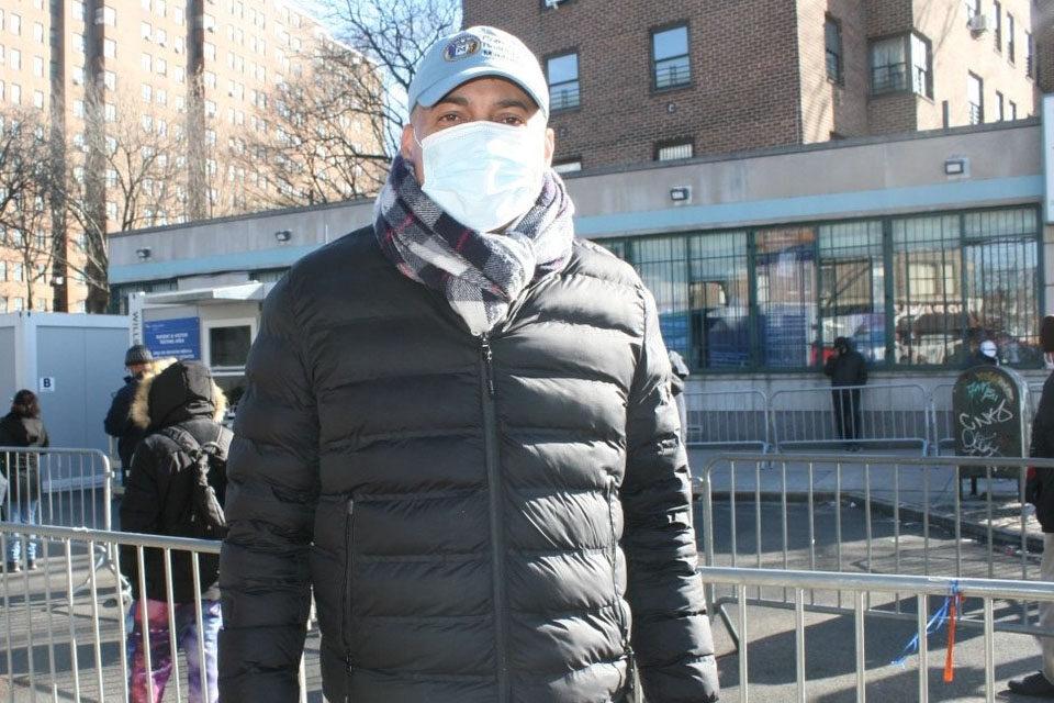 """Eliezer Bueno de la Junta Comunitaria 12 del Alto Manhattan clama por """"dosis de urgencia"""" para los más vulnerables"""