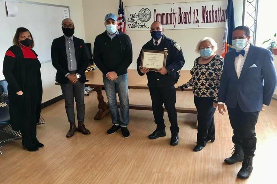 Junta Comunitaria #12 reconoce al dominicano Charlie A. Bello comandante del precinto 33 en Washington Heights
