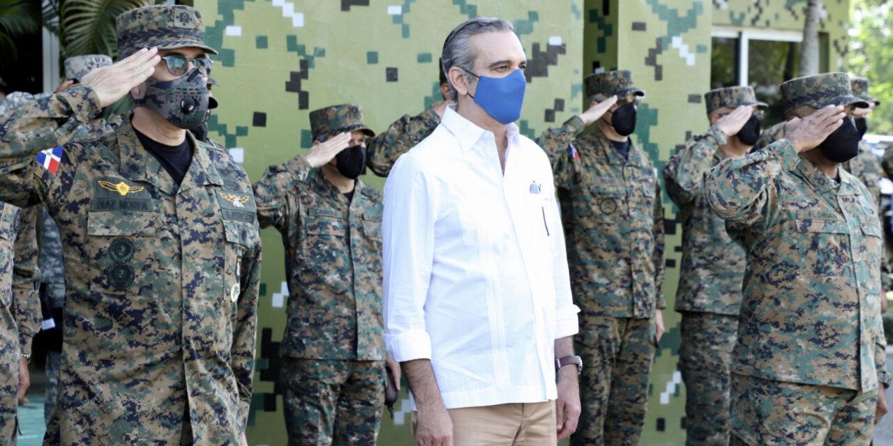 Presidente Abinader promete aumentar el salario a los militares y hacer más fuerte a las FFAA