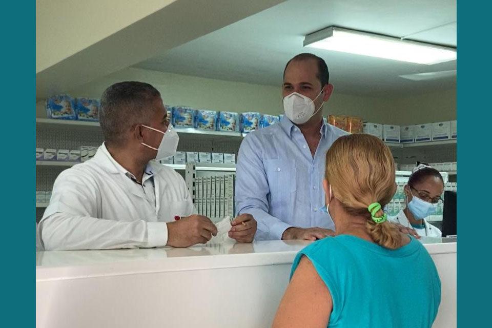 Director Promese/Cal realiza recorrido por Farmacias del Pueblo; agiliza entrega de medicamentos