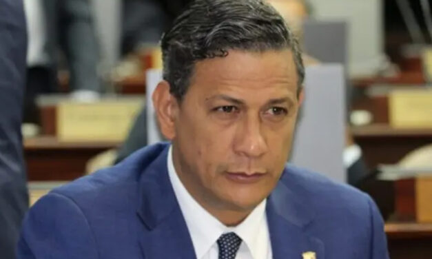 Renuncia un viceministro de Salud
