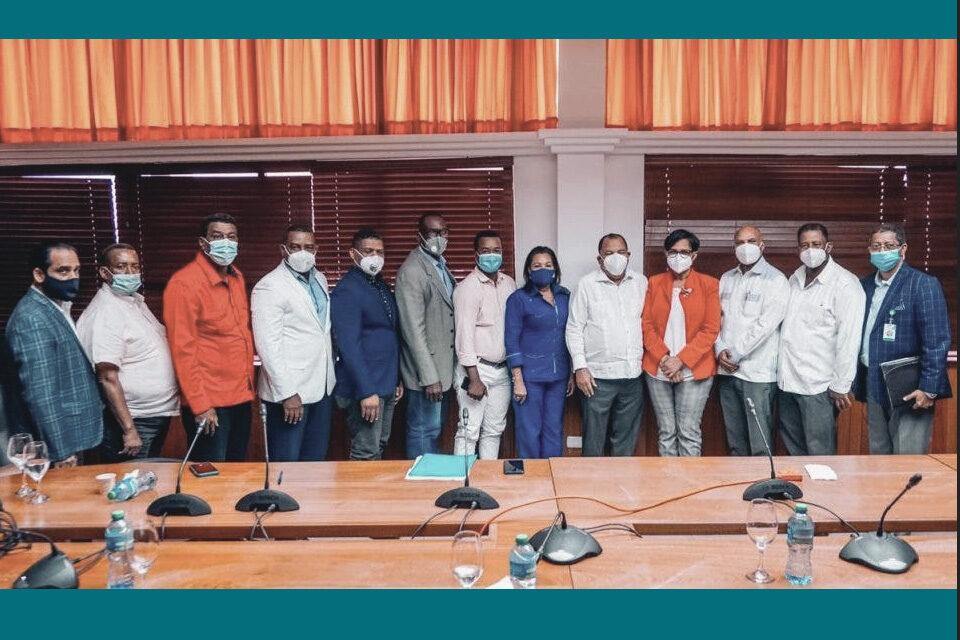 Cedeño se reúne con alcaldes