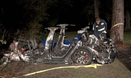 Dos muertos tras accidente de un Tesla