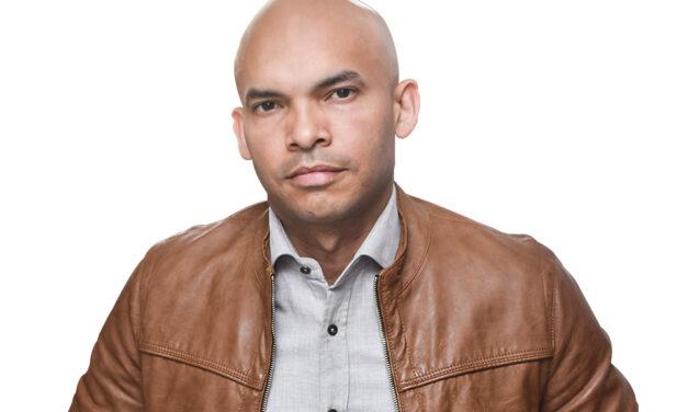 """Aneudys Santos se destaca con """"Impolíticamente correcto"""""""