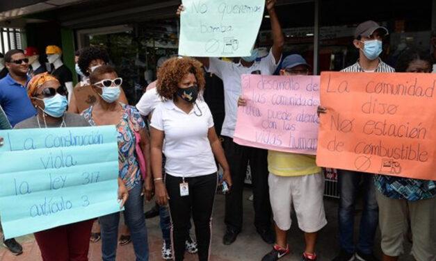 Comunitarios en Los Alcarrizos se oponen a instalación bomba de combustible