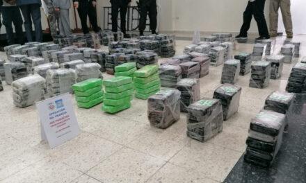 Interceptan en alta mar lancha con 488 paquetes cocaína