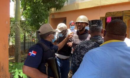 Se entrega hombre acusado de matar a teniente policial y su esposa