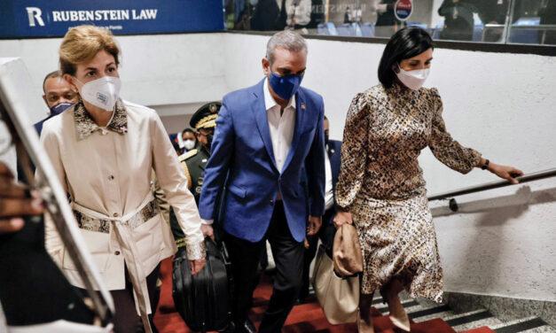 Presidente Abinader sale hacia Nueva York en vuelo comercial