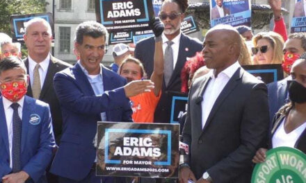 Concejal llama a votar masivamente por Eric Adams